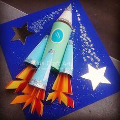 No photo description available. Winter Crafts For Kids, Paper Crafts For Kids, Space Crafts, Art For Kids, Arts And Crafts, Paper Crafts Origami, Theme Noel, Art Classroom, Toddler Crafts