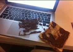 Notebook carimbado com uma camada de Nutella