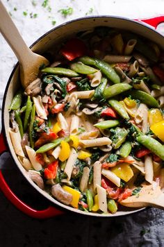 Vegetable Florentine Pasta recipe with grape tomatoes, snap peas, bell peppers, mushrooms, lighter Greek yogurt pasta sauce and @truroots wholesome pasta. | ifoodreal.com #ad