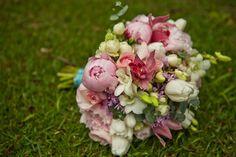 http://lapisdenoiva.com/casamento-florido-alegre-flavia-e-ivan/
