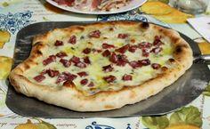 Pizza Sorbillo ricetta gentilmente regalata dal famoso pizzaiolo napoletano a tutti gli amanti della buona pizza. Un impasto magistrale, pizza sofficissima.