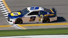 NAPA Auto Parts will continue as a sponsor of Chase Elliott in 26 NASCAR Cup Series races a year through the 2022 season. Chase Elliott Nascar, Bristol Motors, Garage Bike, Joey Logano, Classic Race Cars, Indy Cars, Nascar Racing, Retro Cars, Sport Bikes