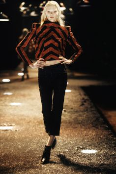 Alexander McQueen Fall 1998 Ready-to-Wear Fashion Show - Jodie Kidd