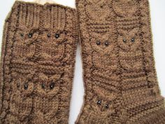 Owl socks with link to free pattern.