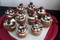 Schwarzwälder - Kirsch - Muffins (Rezept mit Bild) | Chefkoch.de Mini Cupcakes, Brownies, Food And Drink, Desserts, Cakepops, Facebook, Cooking, Cake Ideas, Cake Pop