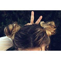 OOTD: two buns are better than one Two Buns, Baby Buns, Simple Makeup Looks, Hair Tools, Straight Hairstyles, Curly Hair Styles, Hair Care, Hair Makeup, Hair Accessories