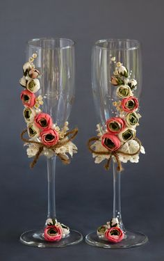 Wedding Toasting Glasses, Rustic Toasting Flutes, Wedding Champagne Flutes, Bride and Groom, Wedding Glasses, Personalized wedding Gift  Personalized wedding glasses decorated with handmade flowers. Flowers made from polymer clay. Each flower petal is handcrafted by me. And each flower is hand-colored by me with acrylic paints.  Will be a perfect unusual wedding or a unique wedding gift.  This item for: - 2 champagne flutes  Measurements: -Champagne flutes : Height - 8,7 inch (22 sm)…
