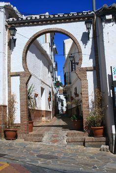 Toegangspoort tot het witte stadje Comares