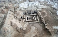 The walls of Uruk, east of Samawa, were first built 4,700 years ago by the Sumerian King Gilgamesh. More than 40,000 archaeological sites in Iraq are still untapped. [Essam al-Sudani/AFP] The Iraqi Ministry of Tourism and Antiquities on Monday (February 18th) announced it has authorised the return of six foreign teams to start archaeological excavations at a number of ancient sites.