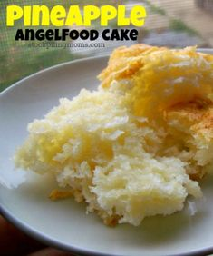 Only 4 WW points in this delicious low fat dessert recipe for Pineapple Angelfood Cake and you only need 2 ingredients. A must pin!