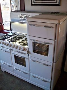 Multi stove cooker. You sure could feed a big crew with this! I see a lot of doors here. Exactly how many of them are ovens?