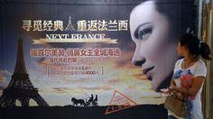 Les jeunes Chinoises s'offrent un nez «Tour Eiffel» pour trouver un emploi !!!  Les «nez tour Eiffel» -une opération coûtant quelque 60.000 yuans (7200 euros)- n'entretiennent qu'une vague relation avec la structure métallique parisienne, a reconnu Mme Li, responsable d'une clinique de chirurgie esthétique.