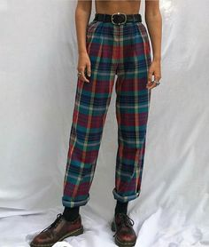 - flannel pants -LOOOVE -need belt -chunky shoes? Style Année 80, Looks Style, Mode Style, Look Fashion, 90s Fashion, Fashion Models, Fashion Outfits, Style Outfits, Fall Outfits