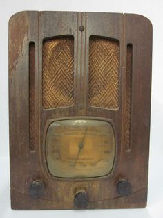 EMERSON POLICE BAND RADIO - ANTIQUE - ORIGINAL 1940s VINTAGE Television Set, Antique Radio, Timber Wood, Record Players, Police Cars, Emerson, Tvs, Jukebox, 1940s