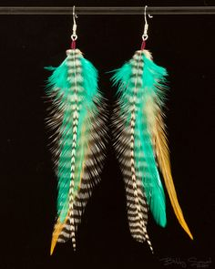 grizzly feather earrings love the green in these Feather Crafts, Feather Art, Feather Jewelry, Feather Earrings, Metal Jewelry, Beaded Jewelry, Handmade Jewelry, White Earrings, Vintage Jewelry