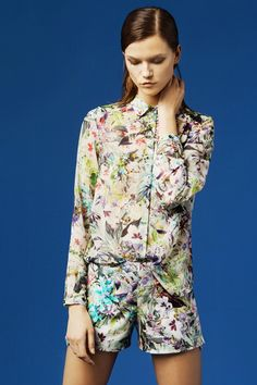 How can you not love ZARA? On trend and price is always right! Img from Zara, March Love Fashion, Spring Fashion, Fashion Trends, Zara Fashion, Fashion Details, Zara Lookbook, Tweed, Camisa Floral, Vogue