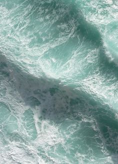The most perfect example of the origin of the colour 'seafoam green' that I've ever seen. The most perfect example of the origin of the colour 'seafoam green' that I've… No Wave, All Nature, Am Meer, Sea And Ocean, Ocean Waves, Water Waves, Boho Waves, Sea Foam, Surfing