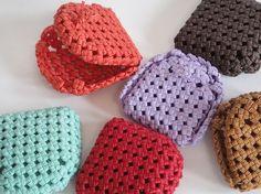 純国産の紙でできた丈夫な素材のクラフトバンドを石畳編みして、ちょっとした革製品並みの強度を出しました。無塗装で仕上げているため、使うたびにつやがでて、しなやか...|ハンドメイド、手作り、手仕事品の通販・販売・購入ならCreema。