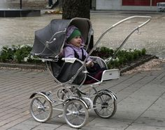 I love Emmaljunga prams! This person does great photos of them..