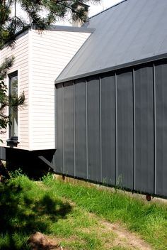 Projekty domów nowoczesnych Garage Doors, Shed, Outdoor Structures, Cabin, Building, Outdoor Decor, Design, Exo, Home Decor