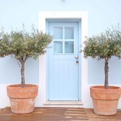 Herdade da Malhadinha Nova, onde nos rendemos ao Alentejo - Fox & June Rustic Houses Exterior, Pintura Exterior, House By The Sea, World Of Color, Algarve, Windows And Doors, Front Doors, Beautiful Space, Traditional House