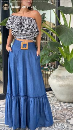 Maxi Skirt Style, Long Skirt Outfits, Chic Outfits, Dress Skirt, Girl Fashion, Fashion Dresses, Fashion Design, Womens Maxi Skirts, Western Dresses