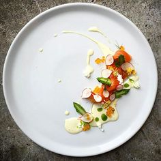 Cured norwegian salmon, asparagus, radish, cucumber juice, mayonnaise, salmon roe & egg mimosa. Uploaded by @czarneckigregory #gastroart