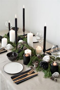 a scandinavian inspired christmas table setting A scandinavian christmas tablescape Christmas Table Centerpieces, Christmas Table Settings, Christmas Tablescapes, Holiday Tablescape, Christmas Dining Table, Christmas Candles, Thanksgiving Table, Christmas Lights, Christmas Party Table