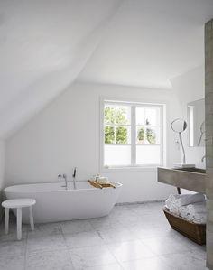 Ideas For Bathroom Scandinavian Grey Interior Design Grey Bathrooms, White Bathroom, Minimal Bathroom, Bathroom Furniture, Bathroom Interior, Design Bathroom, Bathroom Inspiration, Interior Inspiration, Norwegian House