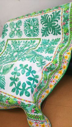 倉庫に入っていたカウアイ島のベッドカバーを出していましたボーダー柄は神田メネフネプランテーションさんのオリジナル布でカウアイ島のダンディーさんがデザインした布…