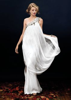 The latest tips and news on wedding-gowns are on Weddings Fresh. On Weddings Fresh you will find everything you need on wedding-gowns. Beautiful Gowns, Beautiful Outfits, Evening Dresses, Prom Dresses, Dress Prom, Dresses 2013, Look Star, Mode Glamour, Looks Style