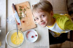 CHLEBOWY PUDDING Z TRUSKAWKAMI   z Chaty Na Końcu Wsi - blog kulinarny. Przepisy, fotografia kulinarna. Blog, Fotografia, Blogging