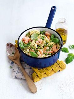 Prawn-and-pea-pasta-with-lemon