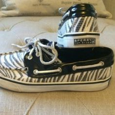 Sperry sz 6 shoe PRICE JUST LOWERED These look amazing on and are hard to find. In almost new condition worn maybe 6 times. Sperry Top-Sider Shoes Flats & Loafers