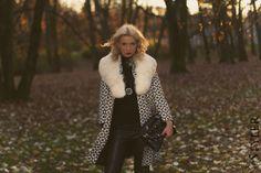 Jesienna Dziewczyna modne botki skórzane legginsy torebka lakierowana #autumn #moda #fashion #superstyler #blog