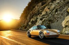 A look at the huge transformation Porsches undergo when modified by Singer Vehicle Design Singer 911, Singer Porsche, Porsche 964, Porsche Cars, Vintage Porsche, Vintage Cars, Custom Porsche, Singer Vehicle Design, Simile