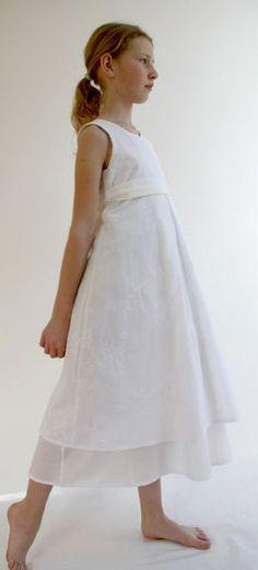 92d951acc6a8b Ein natürliches Kommunionkleid aus Baumwolle in jeder Größe zu kaufen. Für  Mädchen die an ihrer