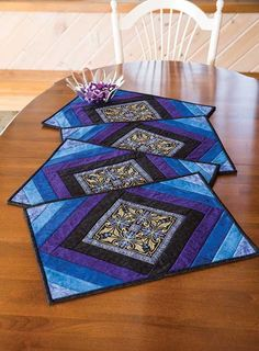 ideas for patchwork table runner place mats Patchwork Table Runner, Table Runner And Placemats, Table Runner Pattern, Quilted Table Runners, Quilt Placemats, Blue Placemats, Quilting Projects, Quilting Designs, Sewing Projects