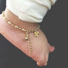 Ankle Jewelry, Baby Jewelry, Kids Jewelry, Gold Jewelry, Mom And Son Outfits, Kids Outfits, Pink Wedding Rings, Baby Dior, Baby Bracelet