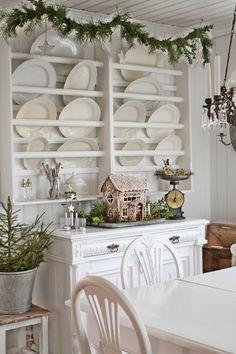 Adore the plate rack.  via  VIBEKE DESIGN: Tallerkenhylle i juledrakt !