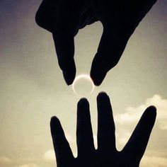 Merry me and i will give you the moon Great Pictures, Cool Photos, Beautiful Pictures, Interesting Photos, Forced Perspective, Moon Wedding, We Are All Connected, Made In Heaven, Valentines Day Party