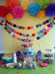 Sesame street birthday party - Pom poms and circle garland.