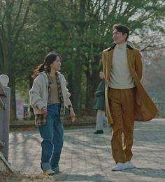 Kim Go Eun and Lee Min Ho in The King Eternal Monarch Korean Actresses, Korean Actors, Korean Dramas, Kim Go Eun Style, Lee Min Ho Dramas, King Outfit, Tennis Fashion, Korean American, Ulzzang