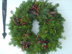 Free Shipping-Fresh 22 Inch Maine Christmas Wreath With Rose Hips And Pinecone -FREE SHIPPING