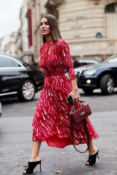 The Outfits We Always Wear With Mules The number one shoe trend we're wearing right now is heeled mules. See the outfits we always wear with mules and feel free to copy them. Heels Outfits, Fashion Outfits, Fashion Tips, Fashion Design, Fashion Trends, Workwear Fashion, Fashion Skirts, 80s Fashion, Petite Fashion