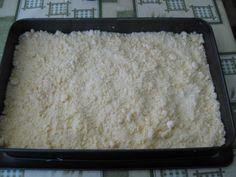 Jednoduchý mrvený koláč s pudingom a marhuľami (fotorecept) - recept | Varecha.sk Grains, Rice, Food, Essen, Meals, Seeds, Yemek, Laughter, Jim Rice