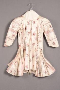 Sits in vrouwenkleding van de 18e eeuw | Modemuze
