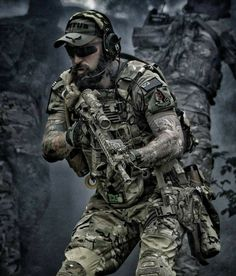 The best tactical gloves money can buy! Sexy Military Men, Military Girl, Military Weapons, Tactical Beard, Tactical Gloves, Special Forces Gear, Military Special Forces, Combat Gear, Army Wallpaper
