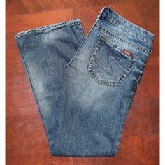 SALE! Silver Jeans Silver Jeans. Size 32/31. Only worn a couple of times. Almost non-existent fraying at the hems. Silver Jeans Jeans Boot Cut