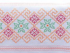 This post was discovered by Gü Kashida Embroidery, Kasuti Embroidery, Swedish Embroidery, Floral Embroidery Patterns, Hand Embroidery Designs, Cross Stitch Embroidery, Cross Stitch Borders, Cross Stitching, Cross Stitch Patterns